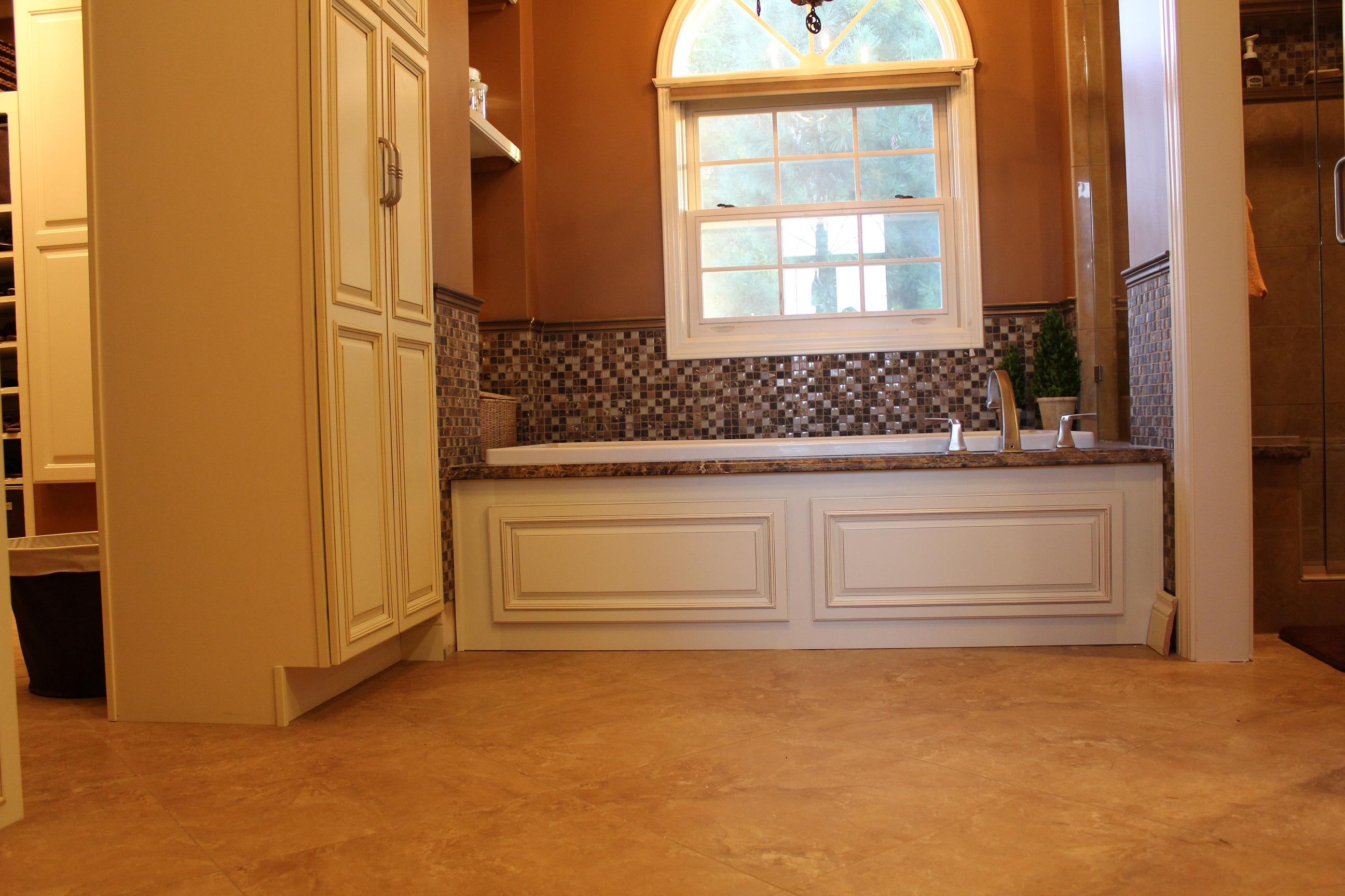 Country-Linen-Bathroom-tub