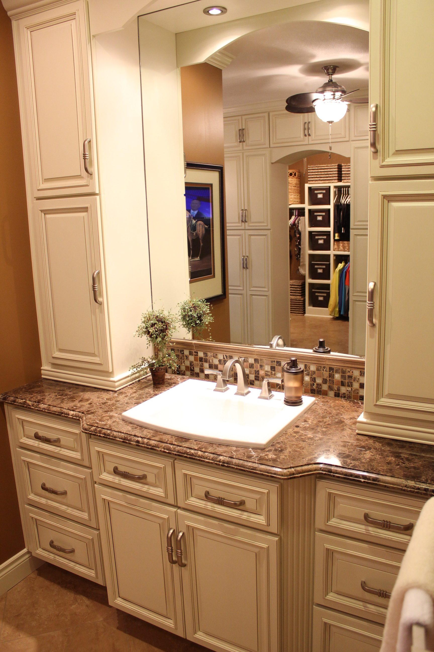 Lcl raised panel door premium cabinets - Pictures of vanities in bathrooms ...